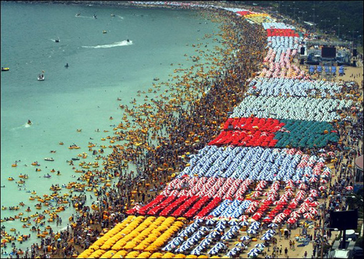 Brasil overpopulated beach